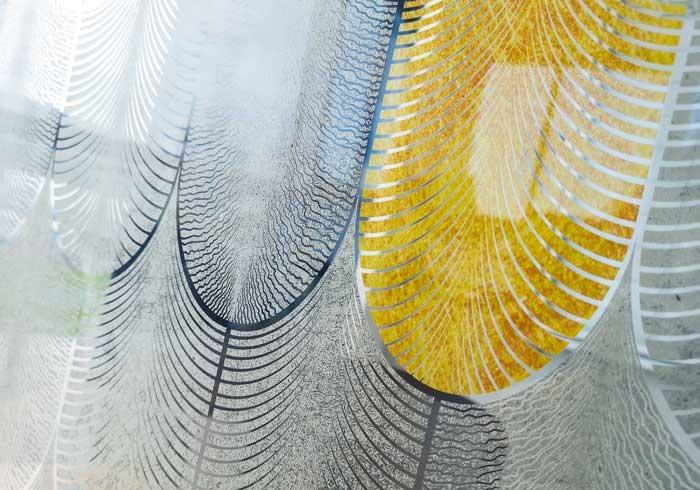 détail du vitrage Plumes design A&P Sorigué